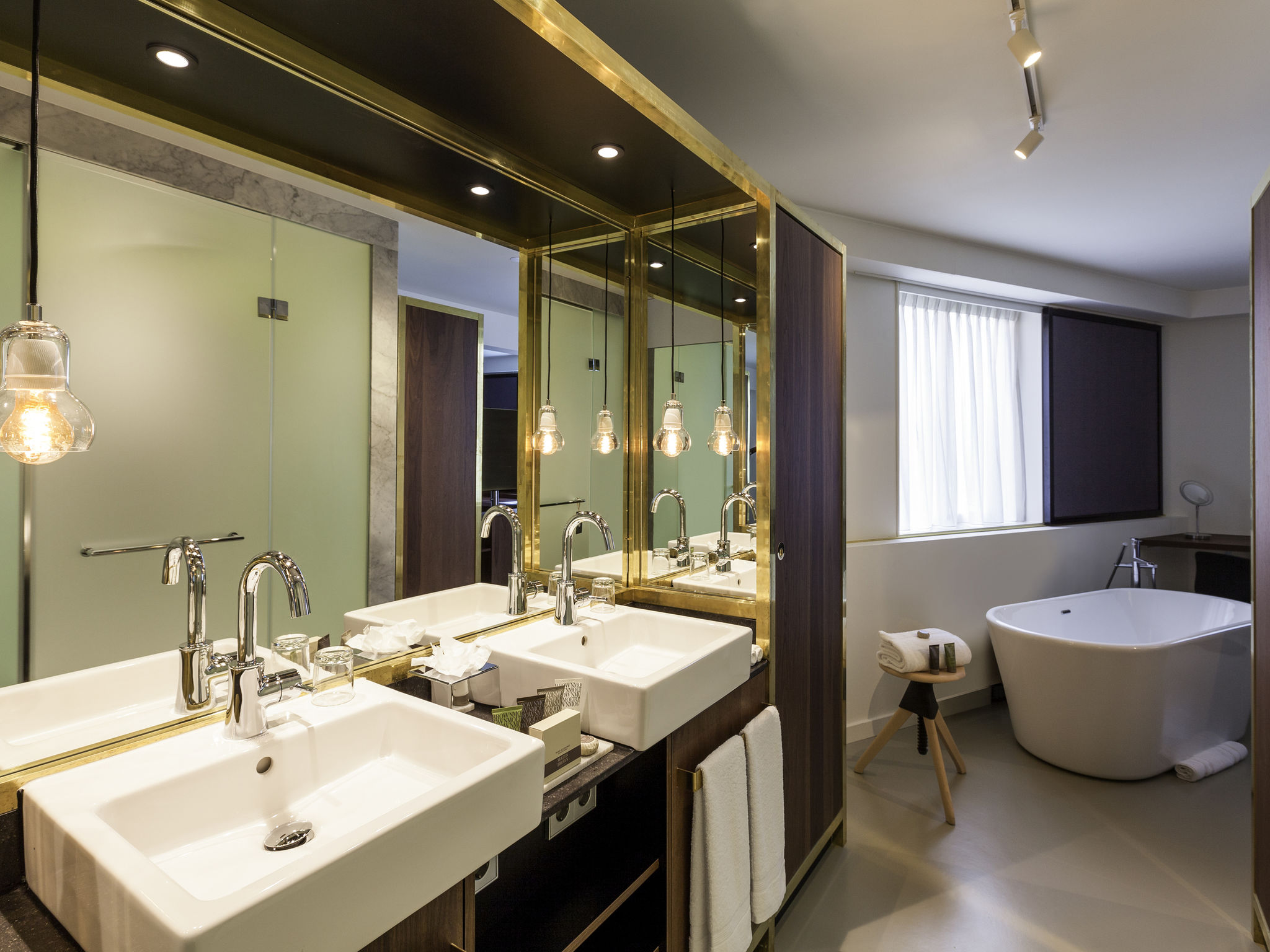 Luxury Hotel Amsterdam INK Hotel MGallery By Sofitel - 8 awesome extras in luxury hotel rooms