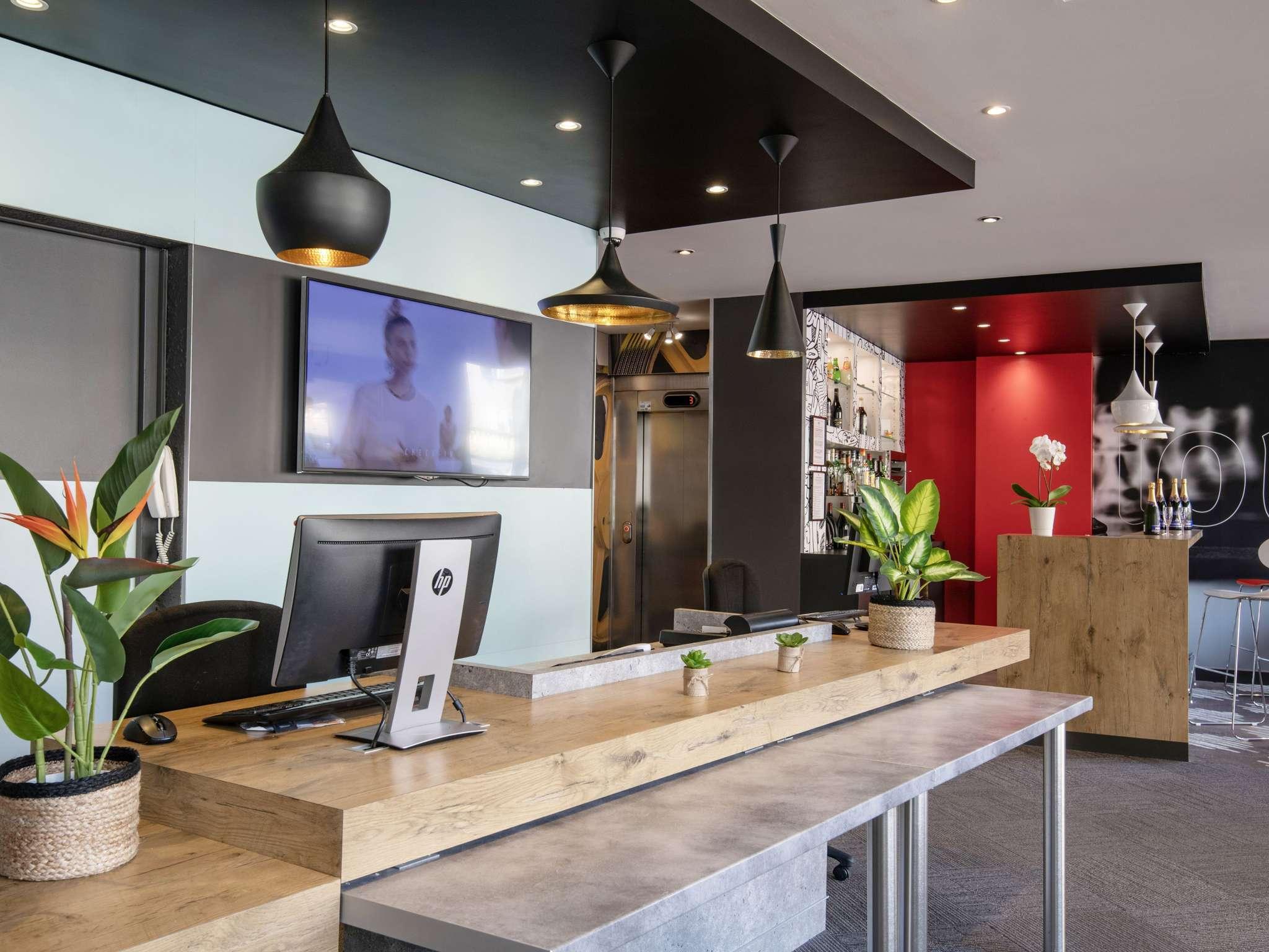 hotel in cannes ibis cannes plage la bocca. Black Bedroom Furniture Sets. Home Design Ideas