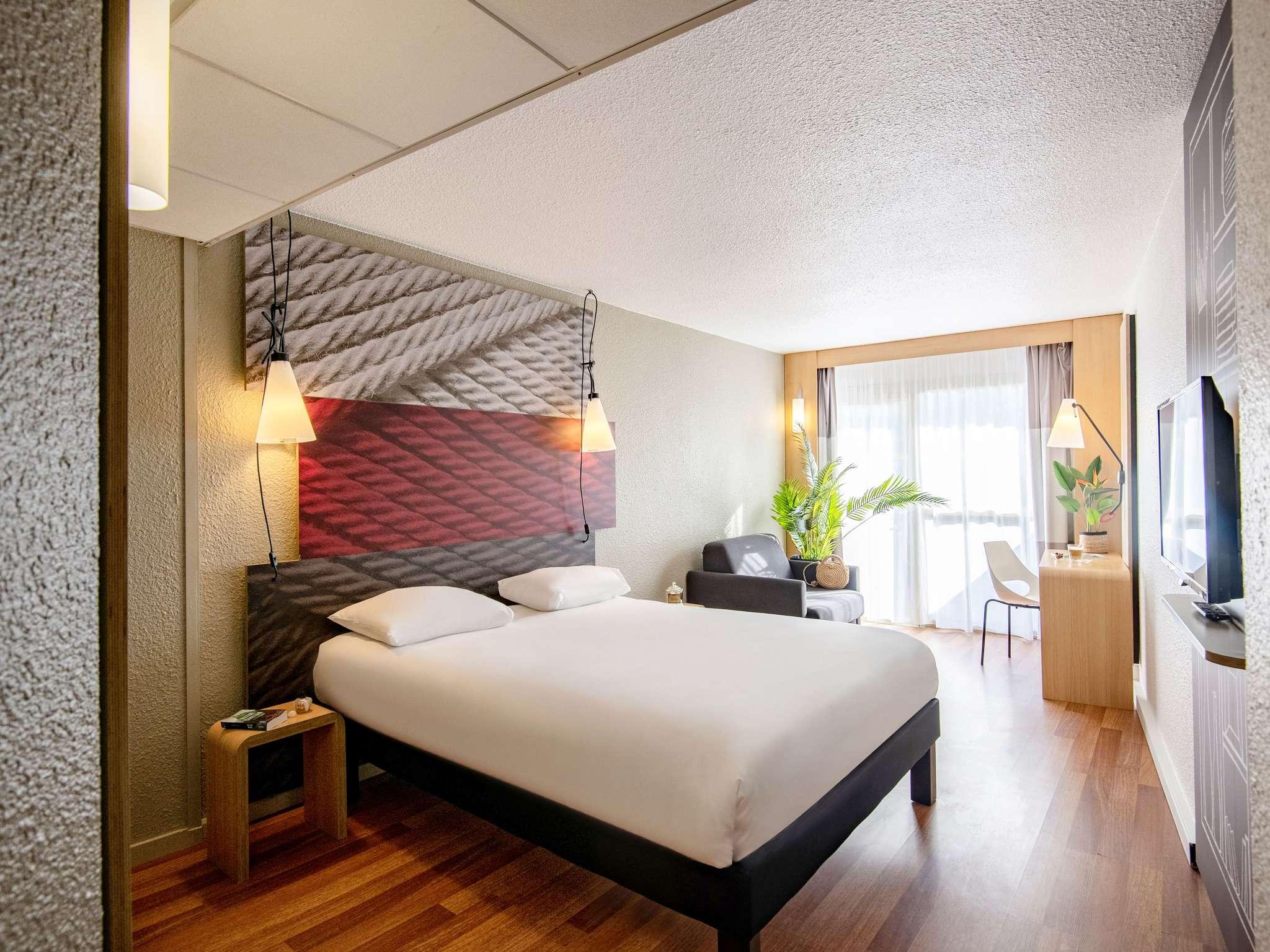 Hotel in CANNES - ibis Cannes Plage La Bocca