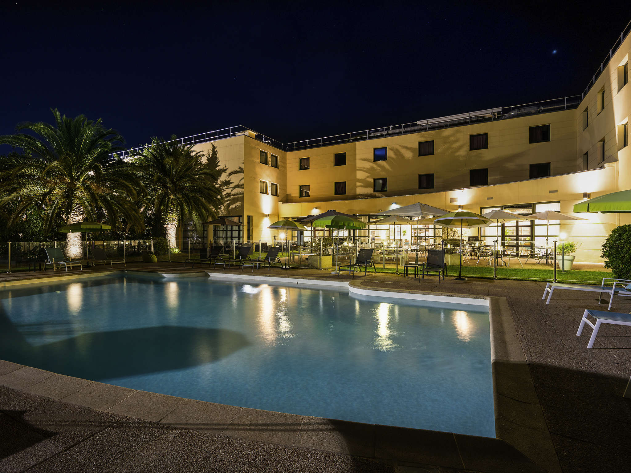โรงแรม – Hôtel Mercure Cannes Mandelieu
