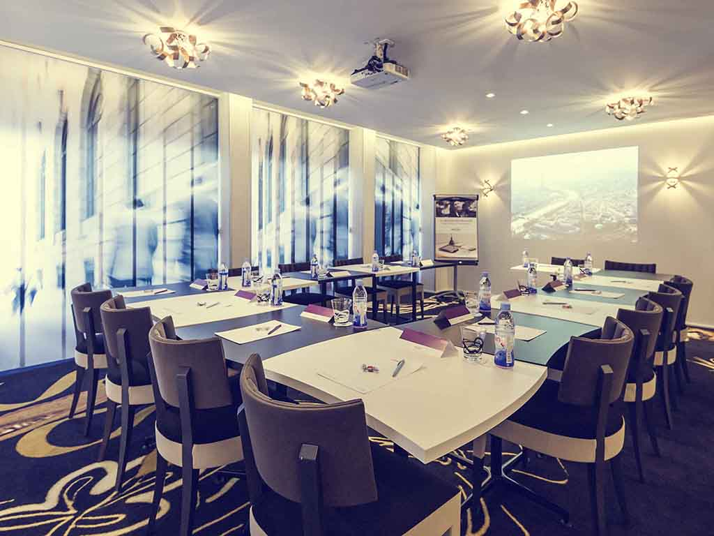 meeting pari room Best lodging in singapore  amenities restaurant business services pets allowed spa airport transportation concierge golf course casino internet meeting room non.