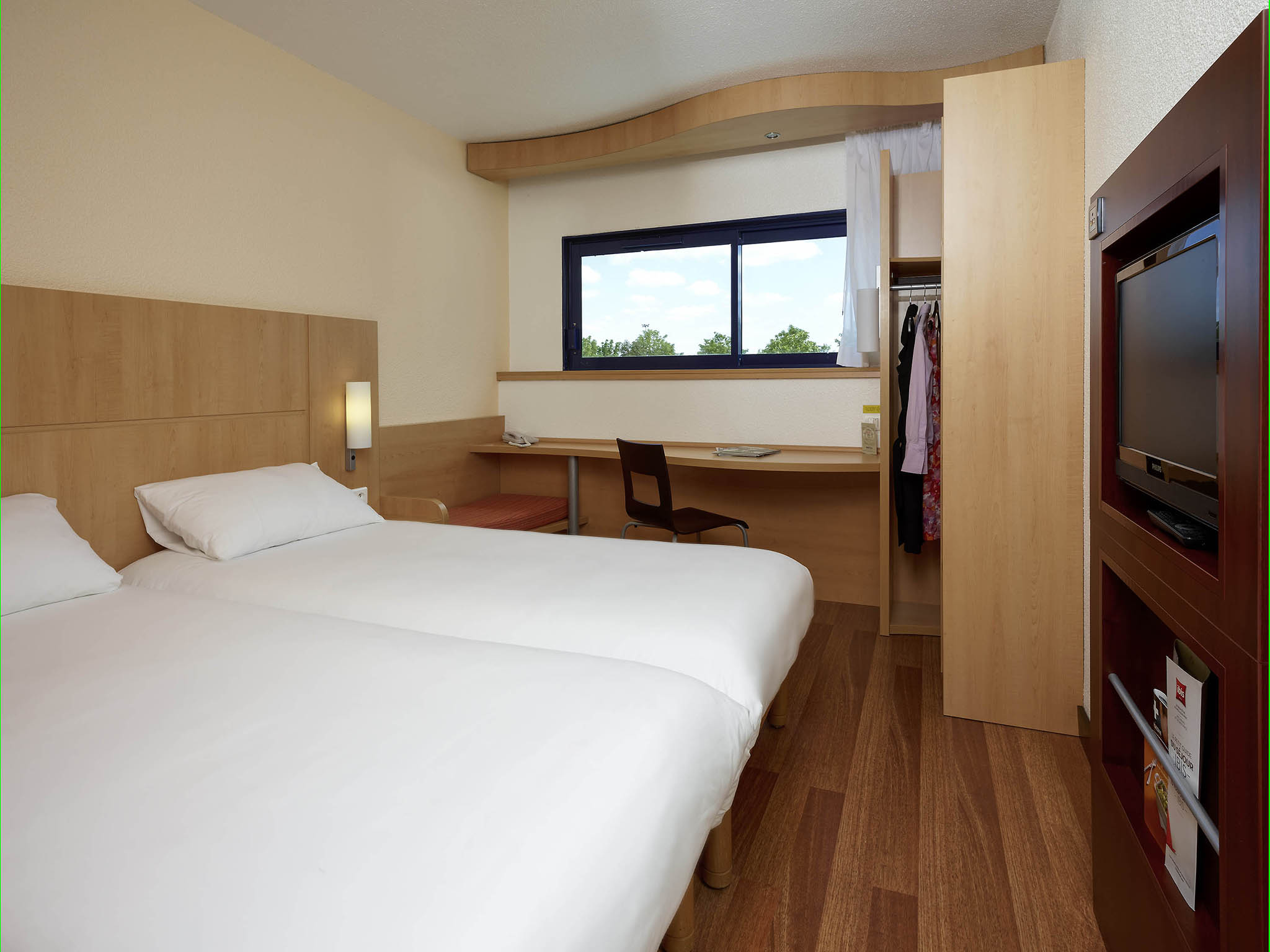 Hotel In CHASSENEUIL DU POITOU Ibis Site Du Futuroscope - Chambre d hote chasseneuil du poitou