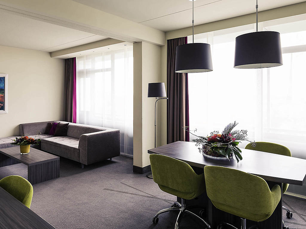 h tel groningen mercure hotel groningen martiniplaza. Black Bedroom Furniture Sets. Home Design Ideas
