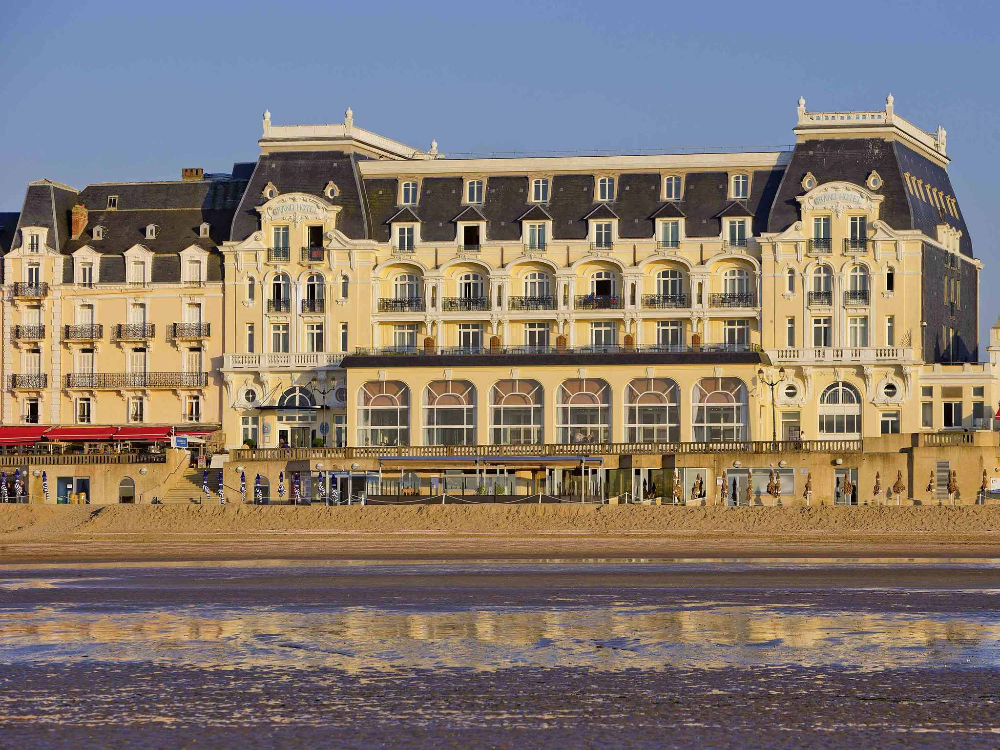 Отель — Le Grand Hôtel Cabourg - MGallery by Sofitel