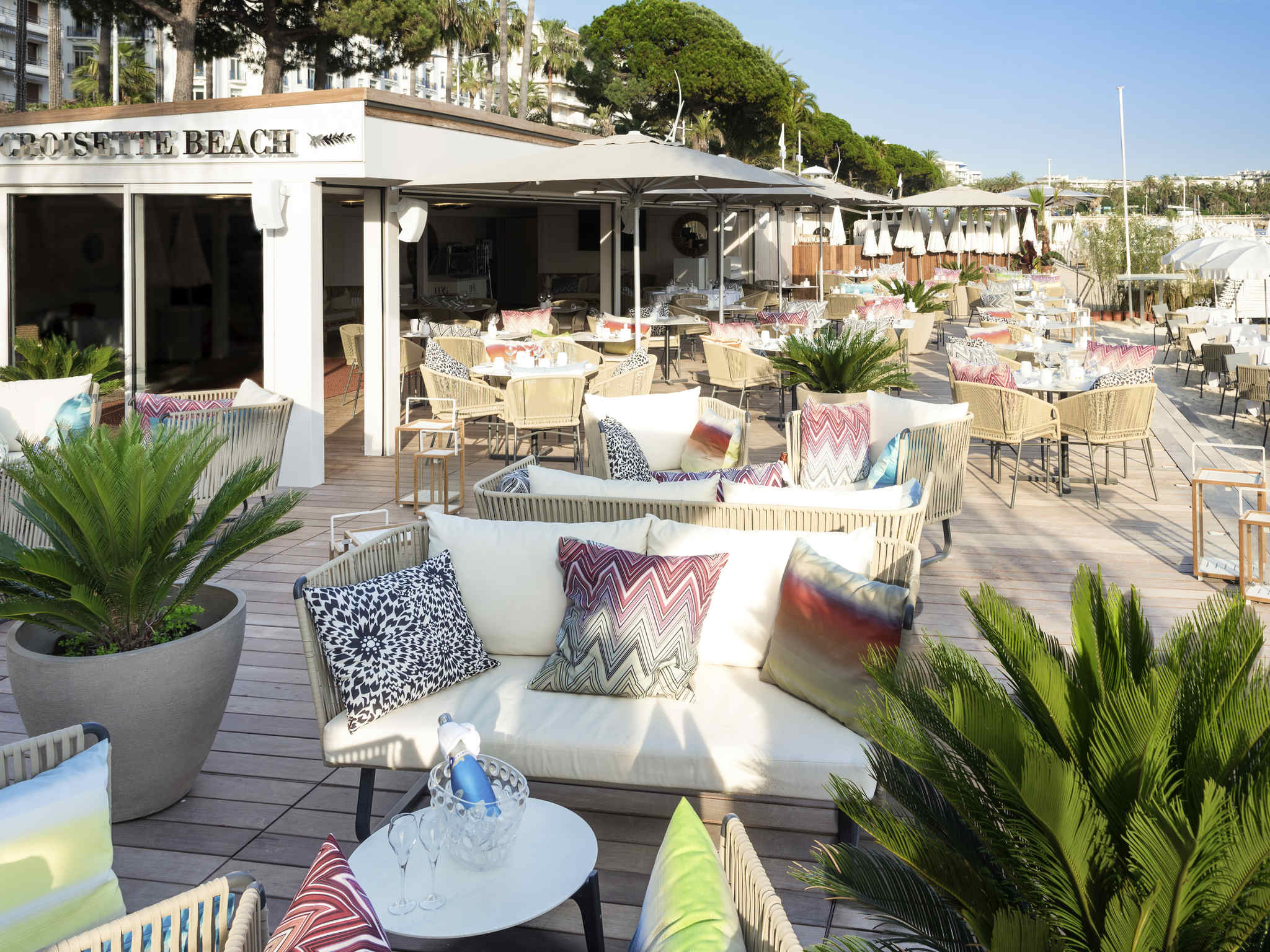 Hotel in CANNES - Mercure Cannes Croisette Beach Hotel