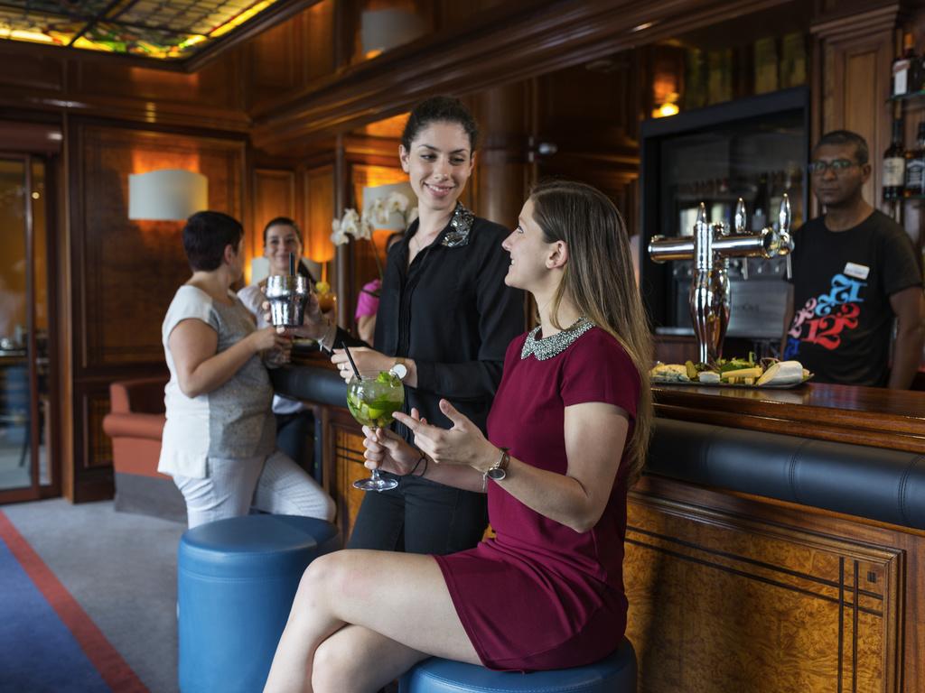 bar lounge le 12 2 lyon restaurants by accorhotels. Black Bedroom Furniture Sets. Home Design Ideas