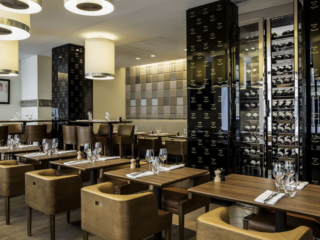 les cocottes arc de triomphe paris restaurants by. Black Bedroom Furniture Sets. Home Design Ideas