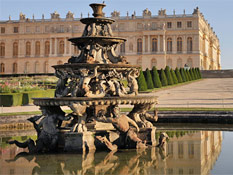Only 109 yards (100 meters) from the Palace ofVersailles and its magnificent gardens