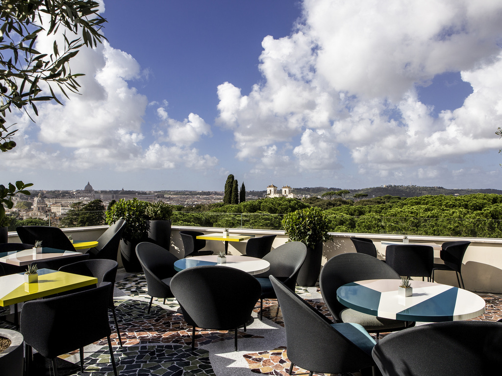 la terrasse cuisine lounge roma restaurants by accorhotels. Black Bedroom Furniture Sets. Home Design Ideas