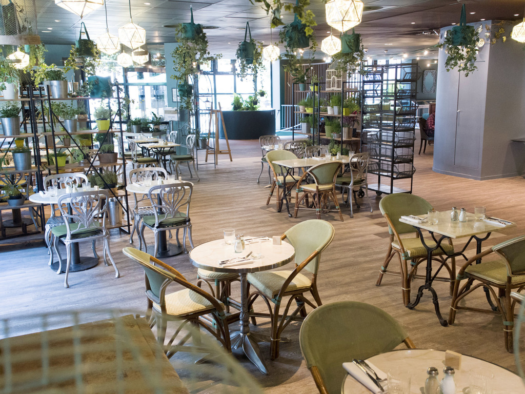 le genie sous les etoiles paris restaurants by accorhotels. Black Bedroom Furniture Sets. Home Design Ideas