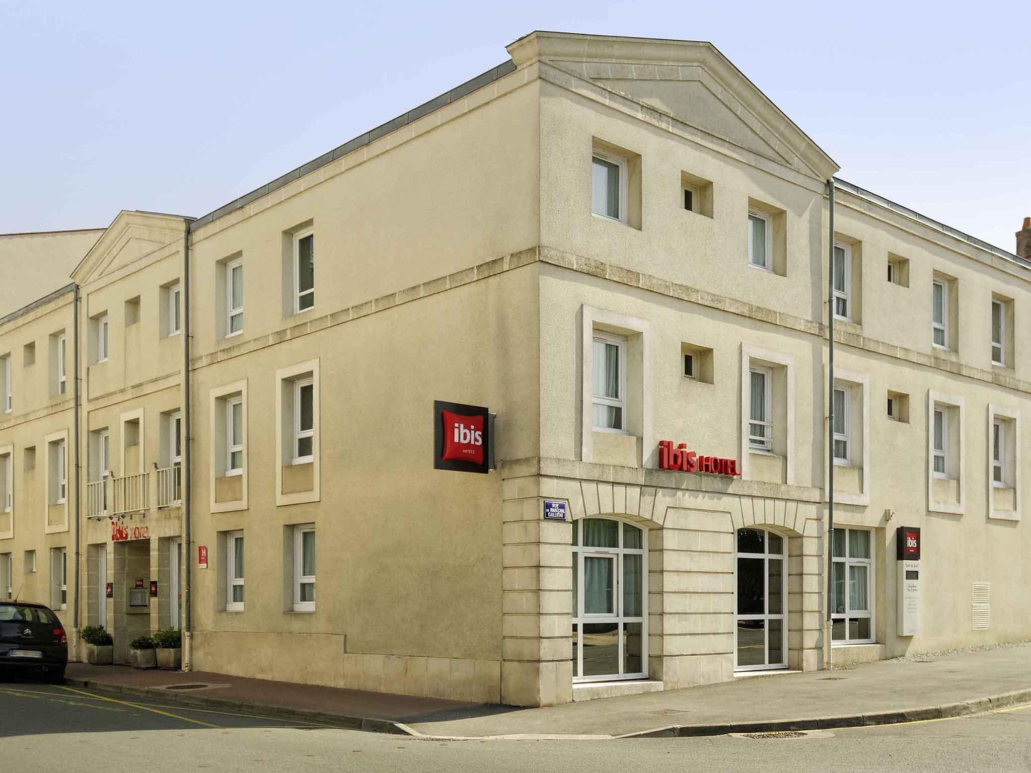 Отель — ibis Rochefort