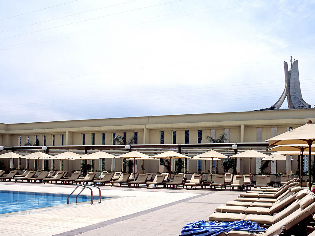 Hotel de luxe alger sofitel algiers hamma garden for Piscine demontable algerie