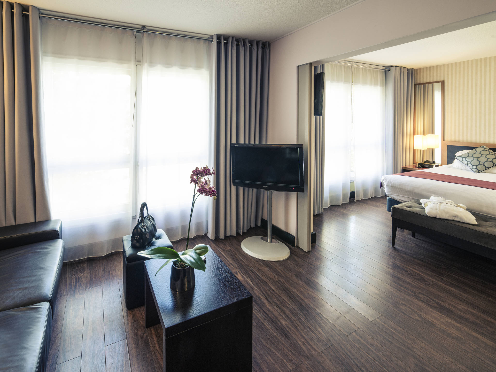 la suite perols rooms novotel suites montpellier eurotel la suite perols brit hotel. Black Bedroom Furniture Sets. Home Design Ideas