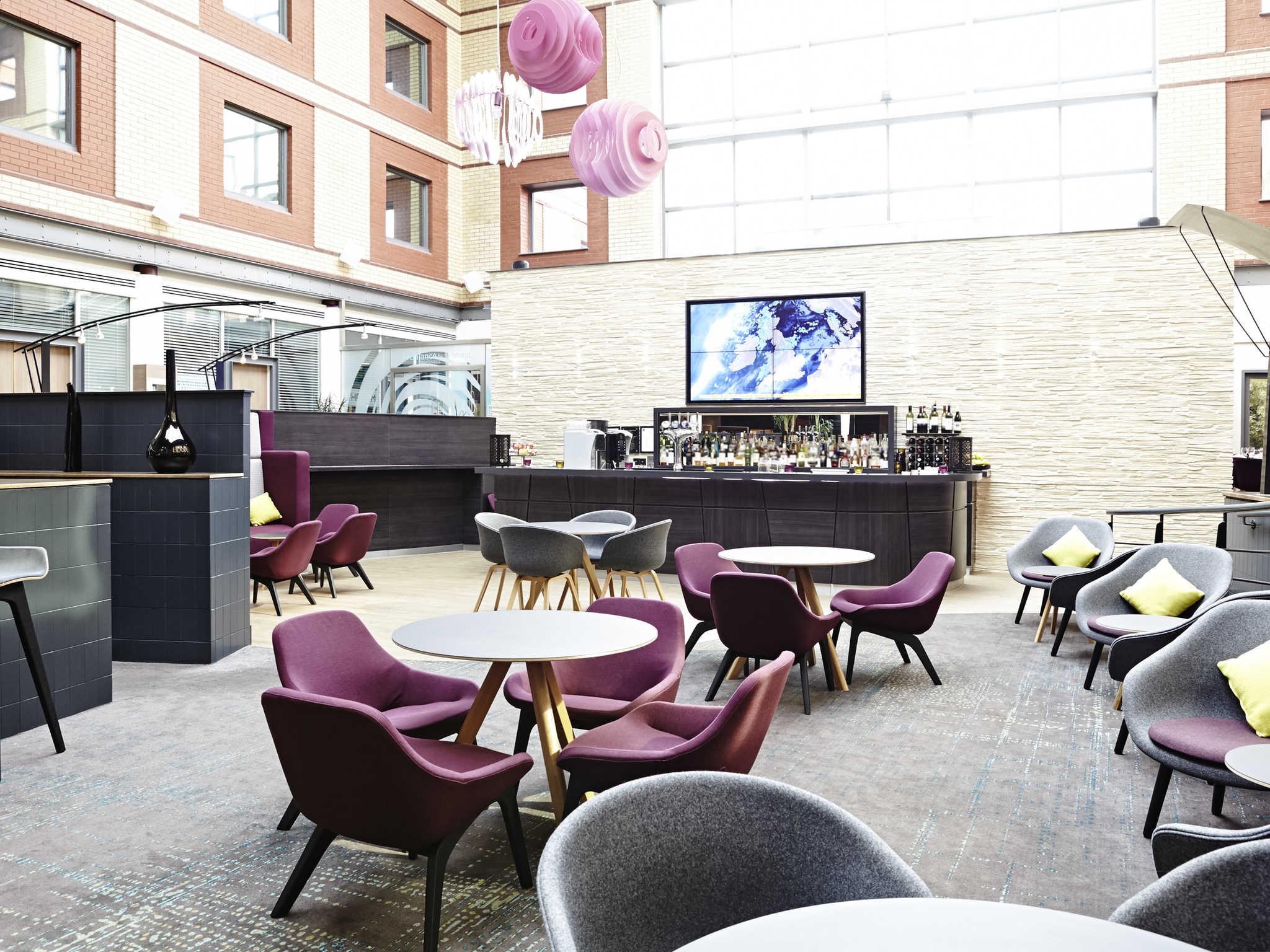 Отель — Novotel Лондон Хитроу Аэропорт - M4 Jct 4