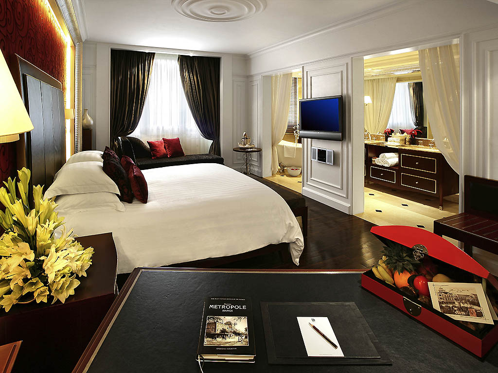 OPERA WING GRAND PREMIUM ROOM WITH CLUB METROPOLE BENEFITS 1 KING SIZE BED
