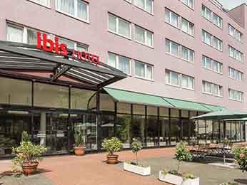 柏林宜必思坦吉尔机场酒店