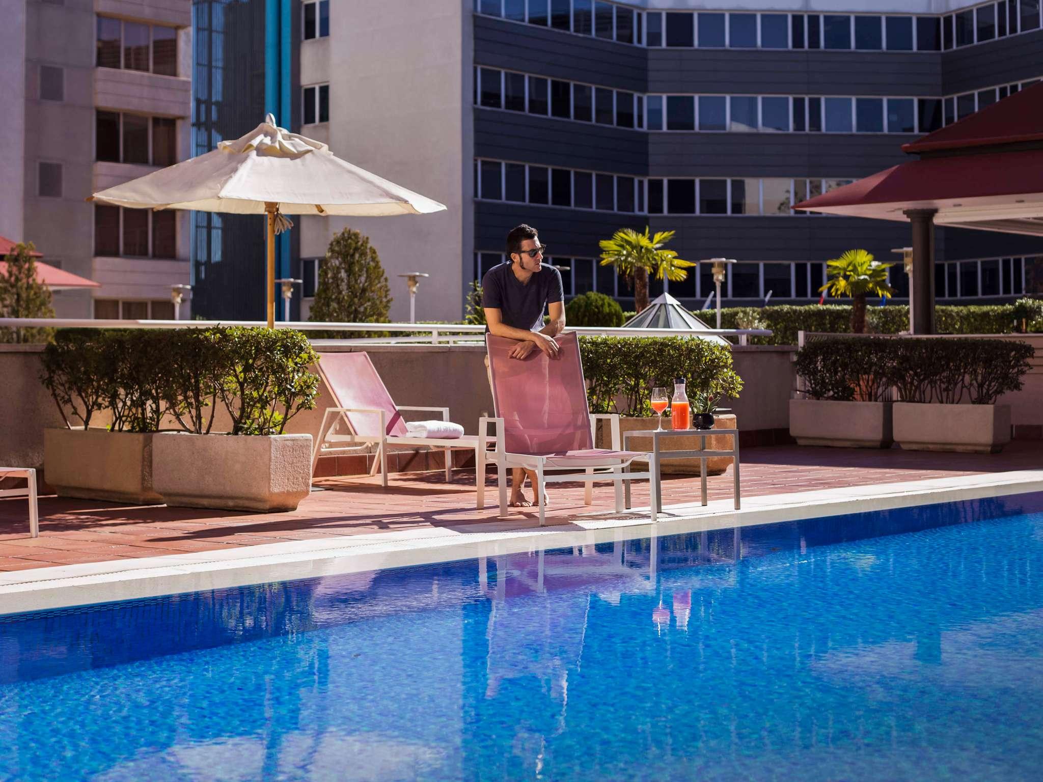 โรงแรม – Pullman Madrid Airport & Feria