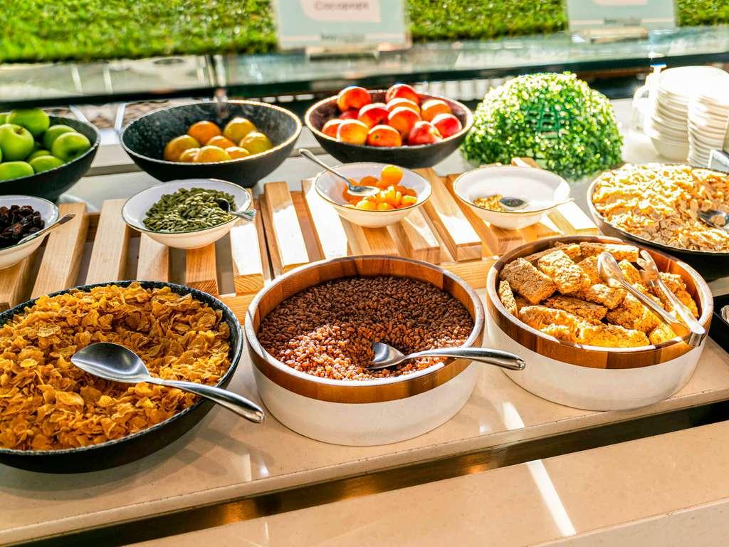 Baygarden Restaurant Novotel Sydney Brighton Beach