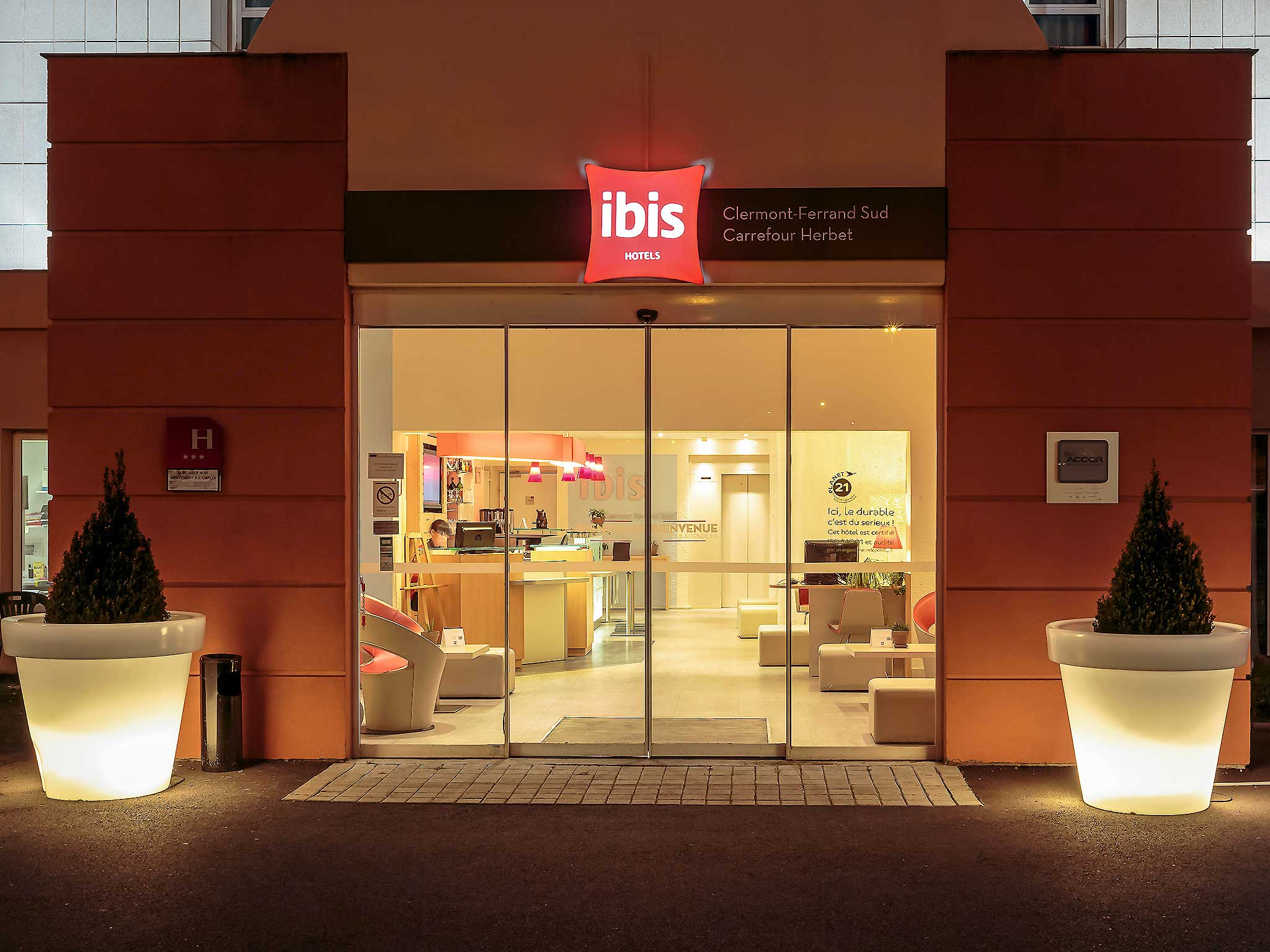 Hotell – ibis Clermont-Ferrand Sud Carrefour Herbet