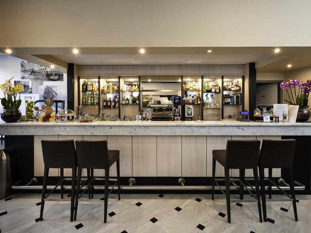 Cantore8 bar cucina genova restaurants by accor for Cucina arredi genova