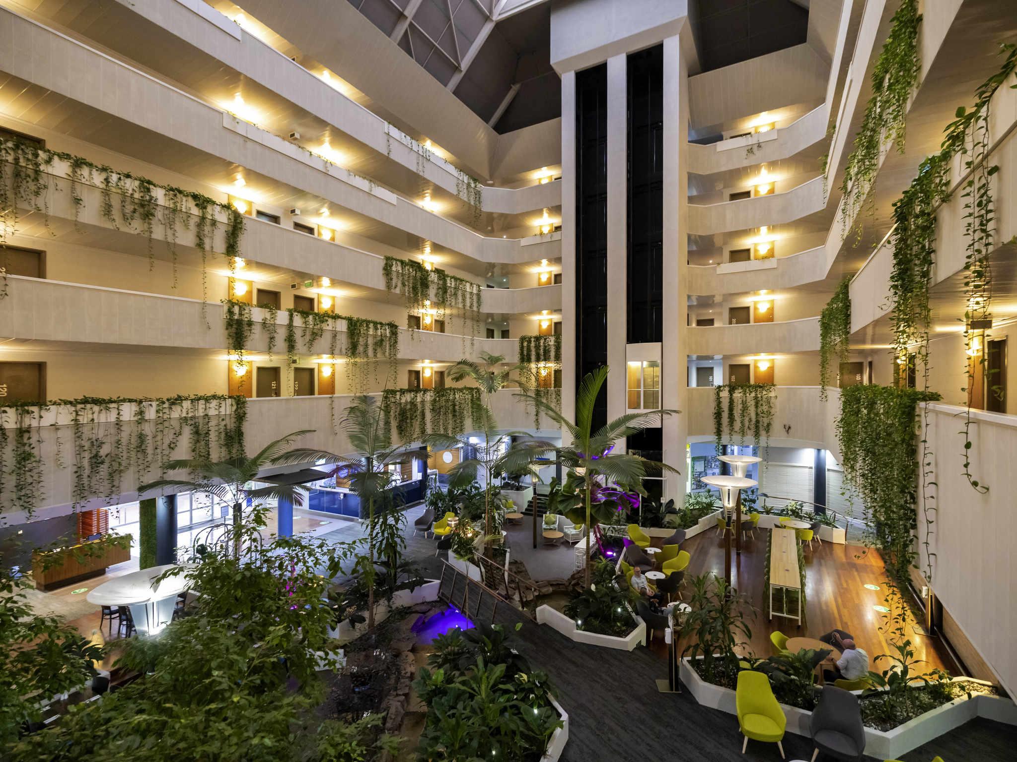 โรงแรม – Novotel Darwin CBD