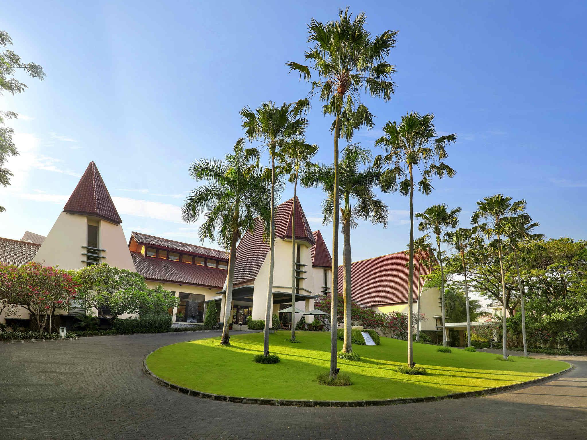Hotel – Novotel Surabaya Hotel & Suites