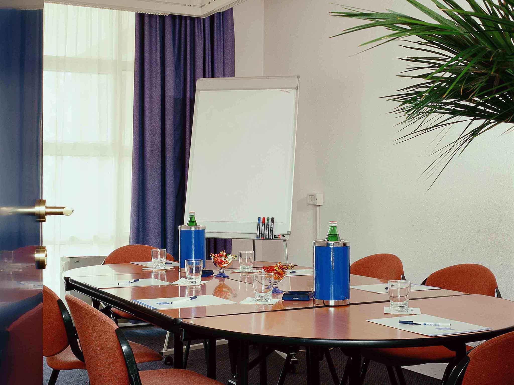Sale Riunioni Firenze : Hotel novotel firenze nord aeroporto accorhot