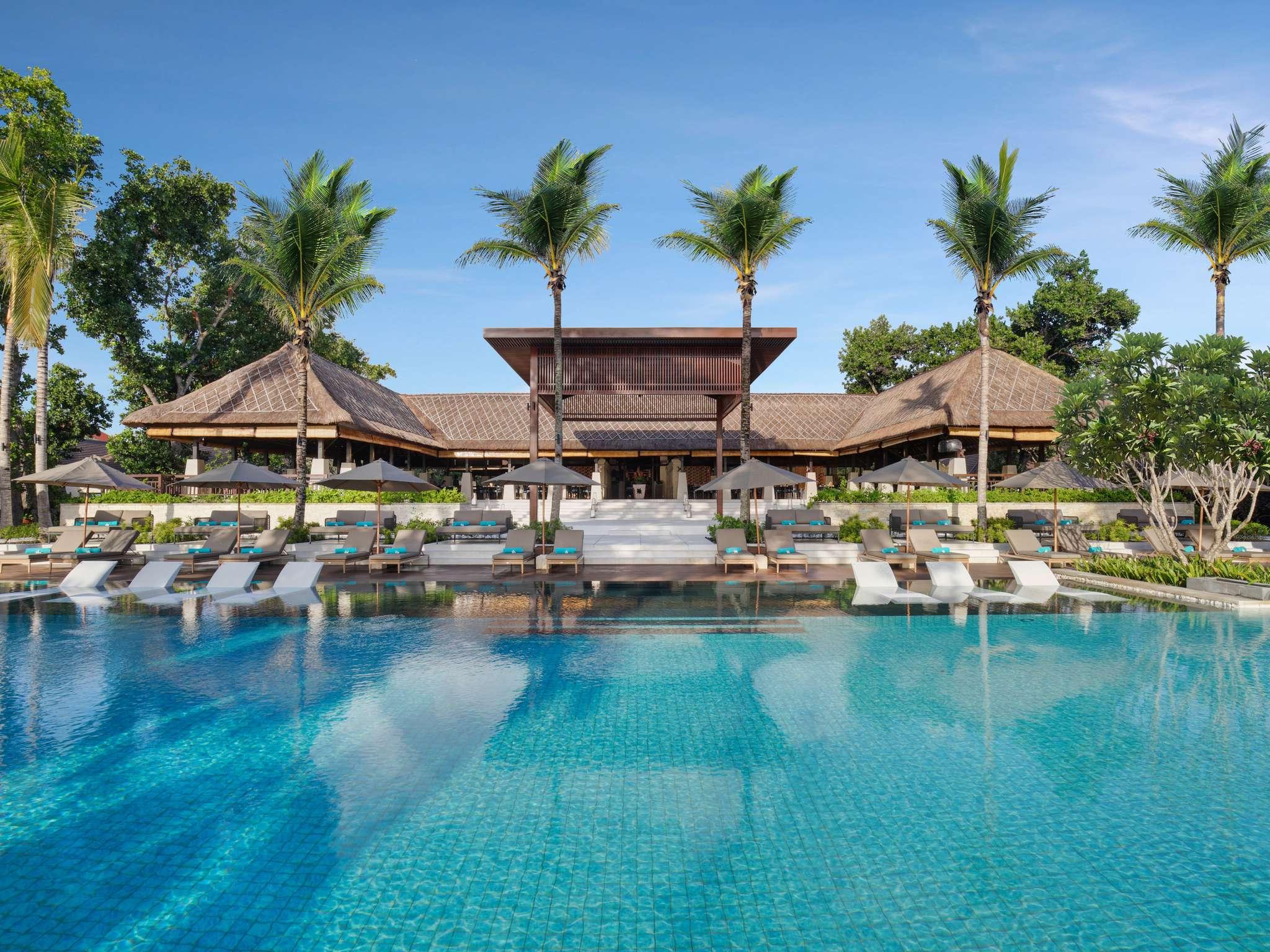 Отель — Novotel Бали Беноа
