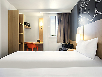 hotel pas cher saint denis ibis saint denis stade ouest. Black Bedroom Furniture Sets. Home Design Ideas