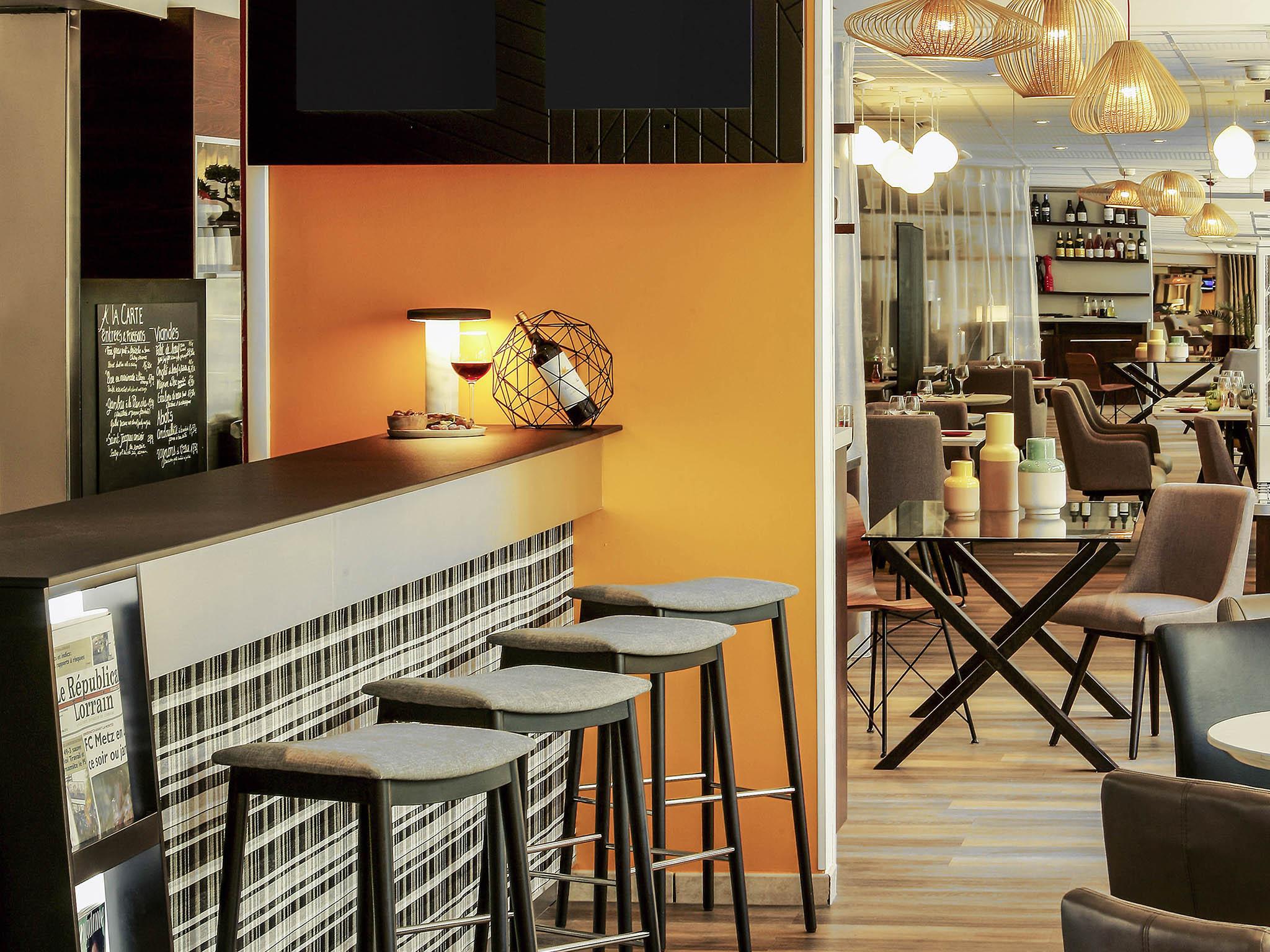 1976_ba_00_p_2048x1536 Incroyable De Table Bar Cuisine Conception
