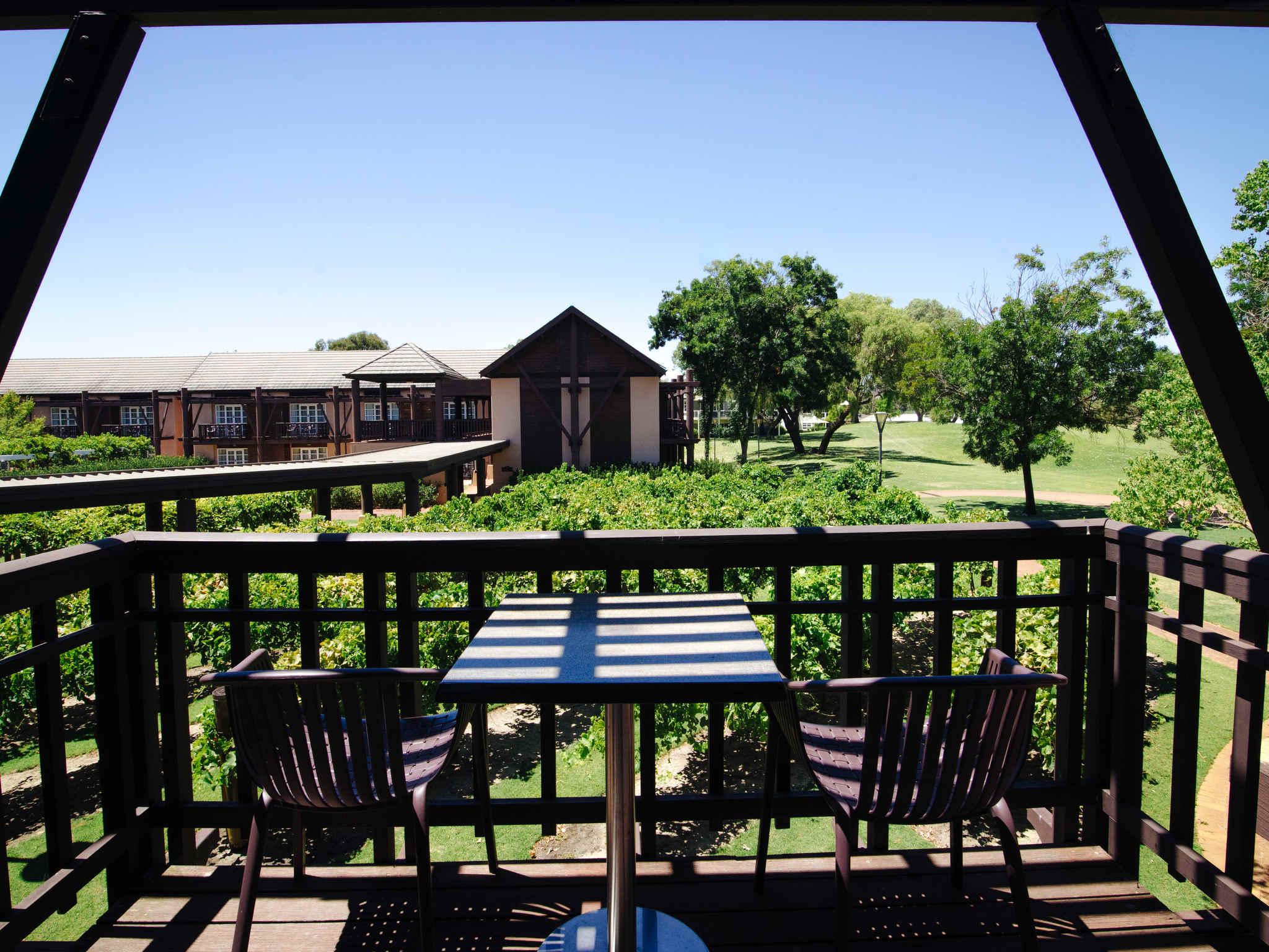 โรงแรม – Novotel Swan Valley Vines Resort
