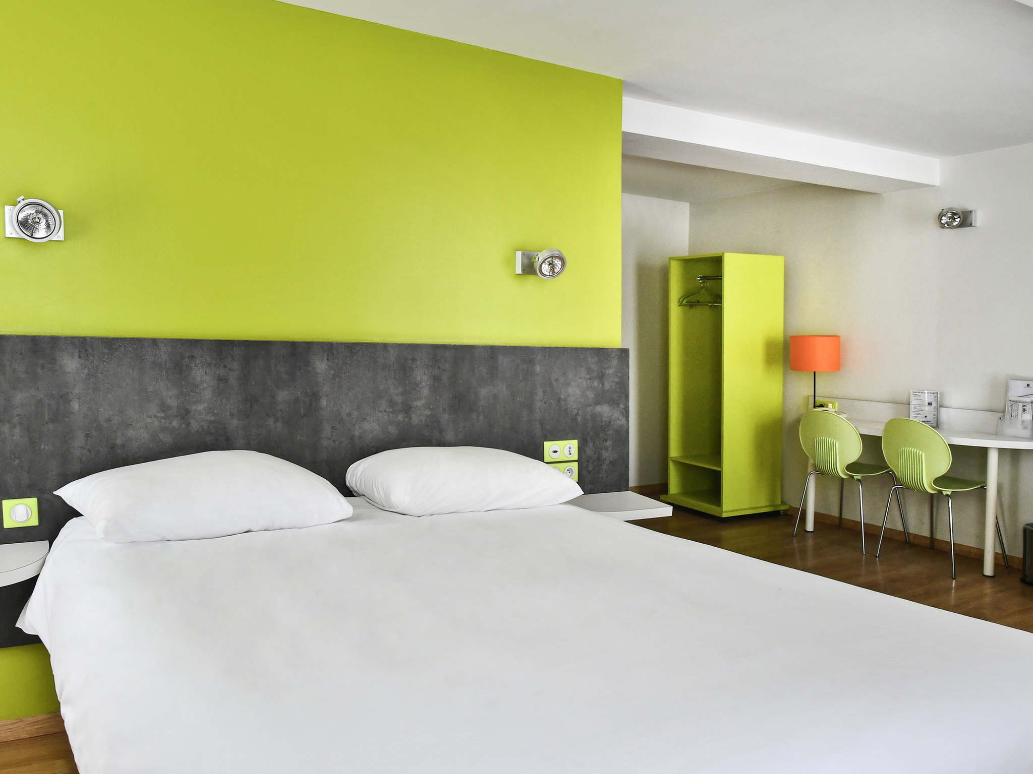 h tel amiens ibis styles amiens cath drale. Black Bedroom Furniture Sets. Home Design Ideas