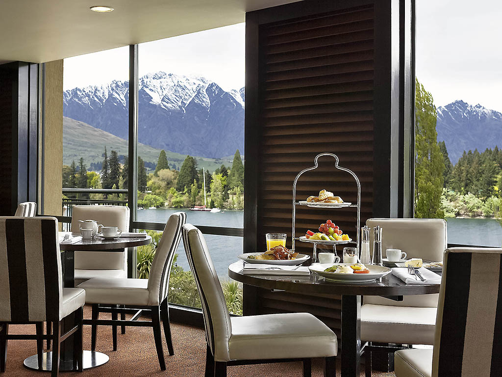 Luxury hotel queenstown hotel st moritz queenstown for Design hotel queenstown