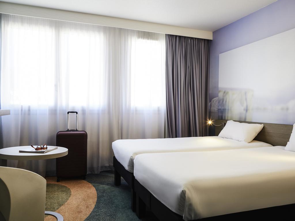 Cheap hotel toulon ibis styles toulon centre port for Hotels toulon