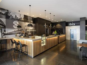 ホテル イビス ワールドスクエア