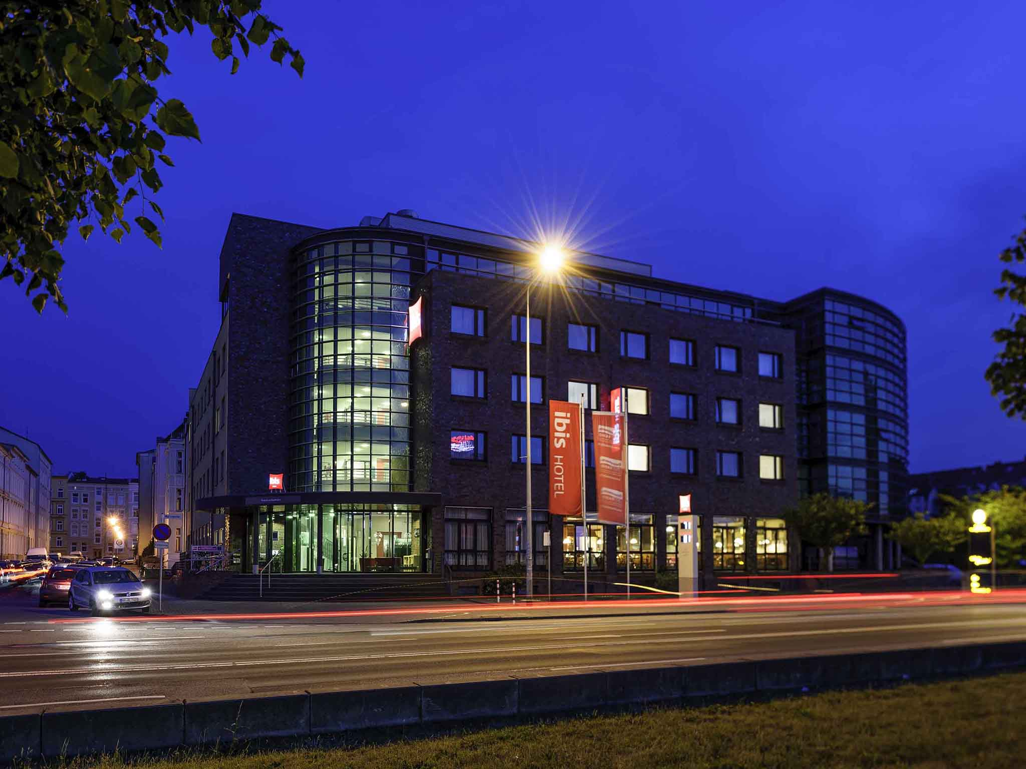 H tel rostock h tel ibis rostock am stadthafen for Warnemunde hotel pension