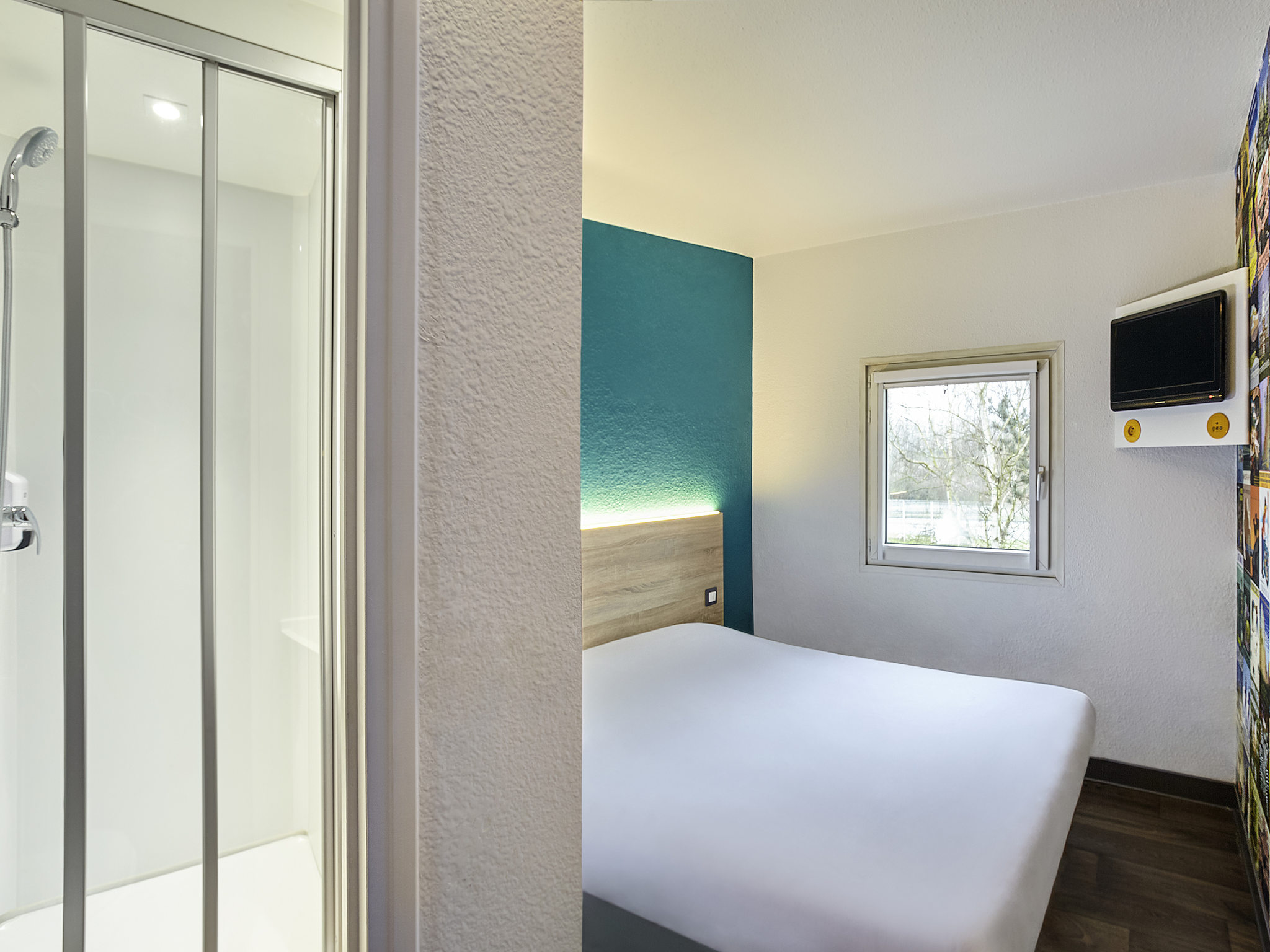 hotel in chasseneuil du poitou hotelf1 poitiers nord. Black Bedroom Furniture Sets. Home Design Ideas