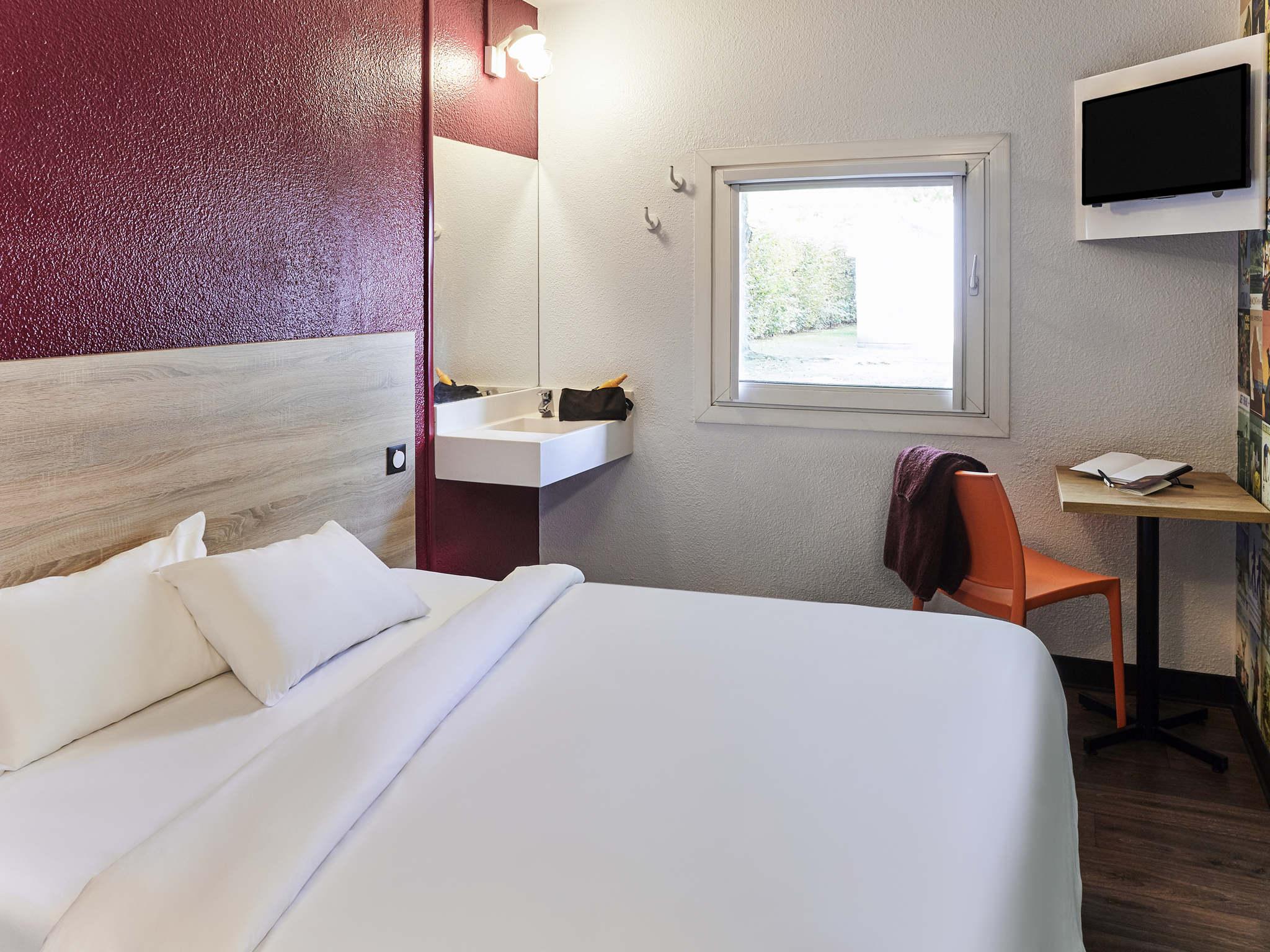 Отель — hotelF1 Bordeaux Nord Lormont