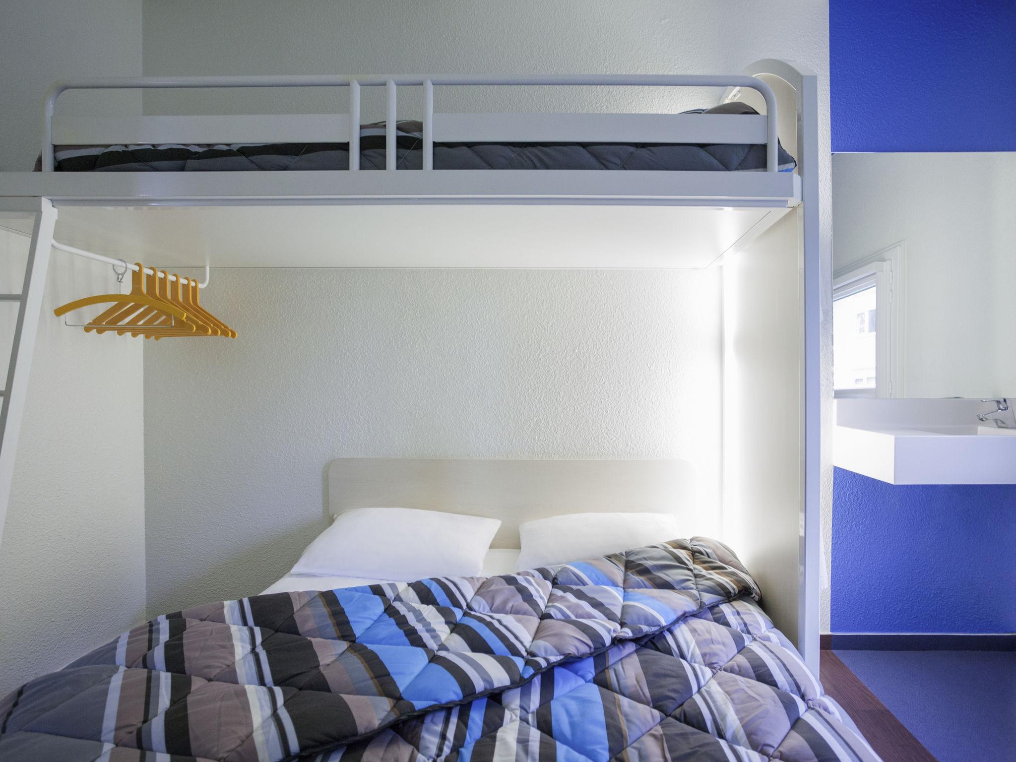 Отель — hotelF1 Lille Roubaix Centre