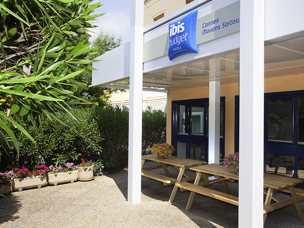 Avis etap hotel cannes mouans sartoux for Piscine sophia antipolis tarif