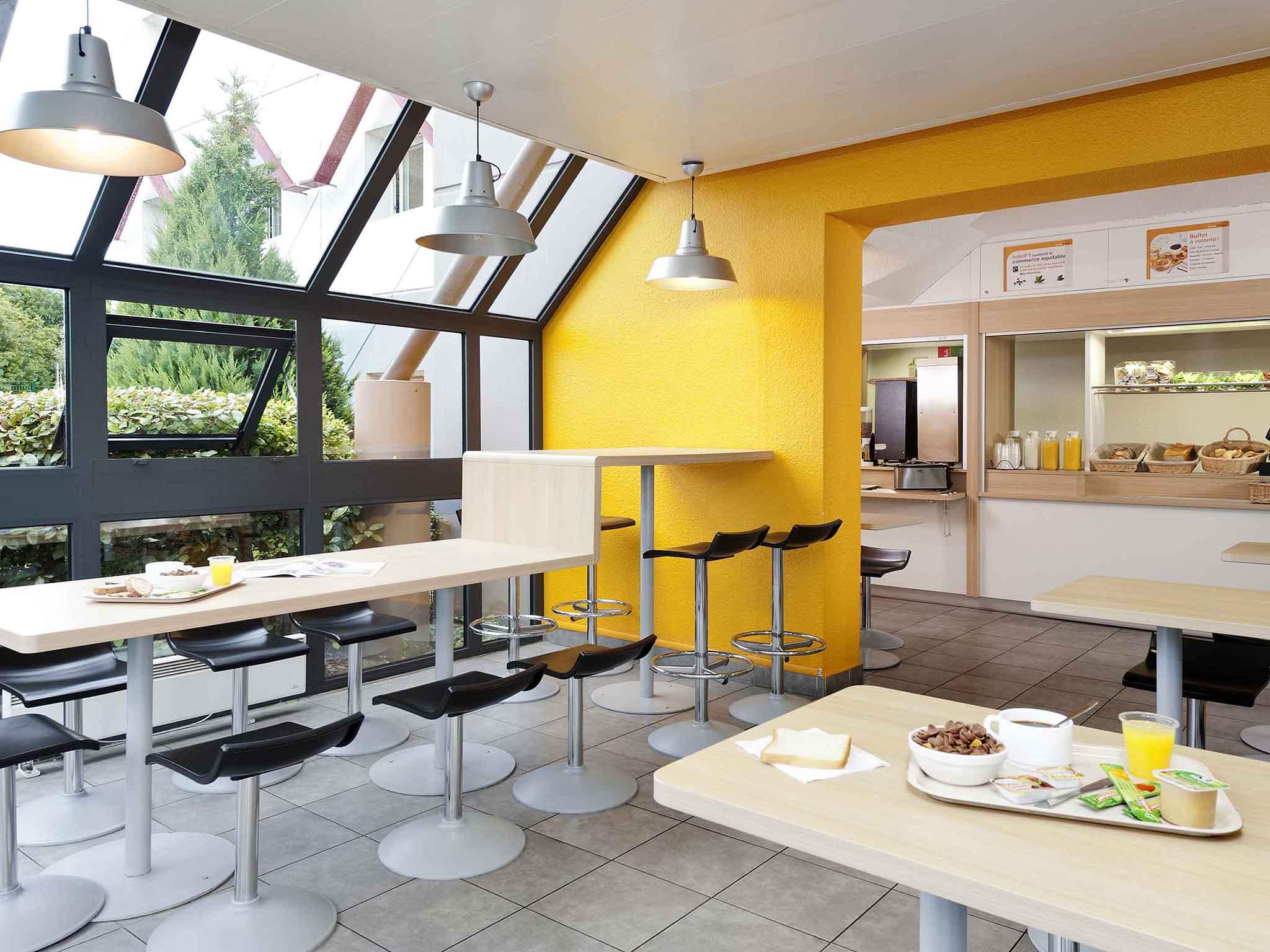 h tel les pennes mirabeau hotelf1 marseille plan de. Black Bedroom Furniture Sets. Home Design Ideas
