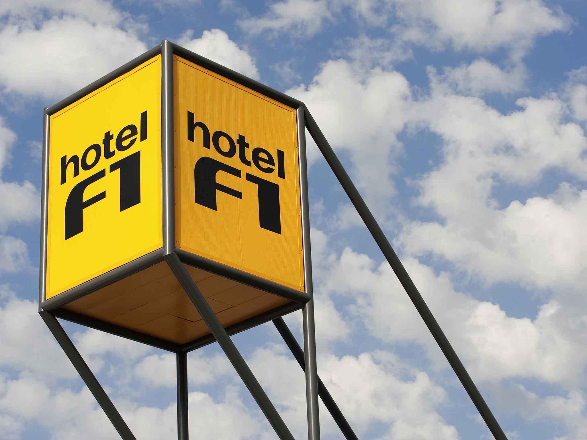 Отель — hotelF1 Fougères
