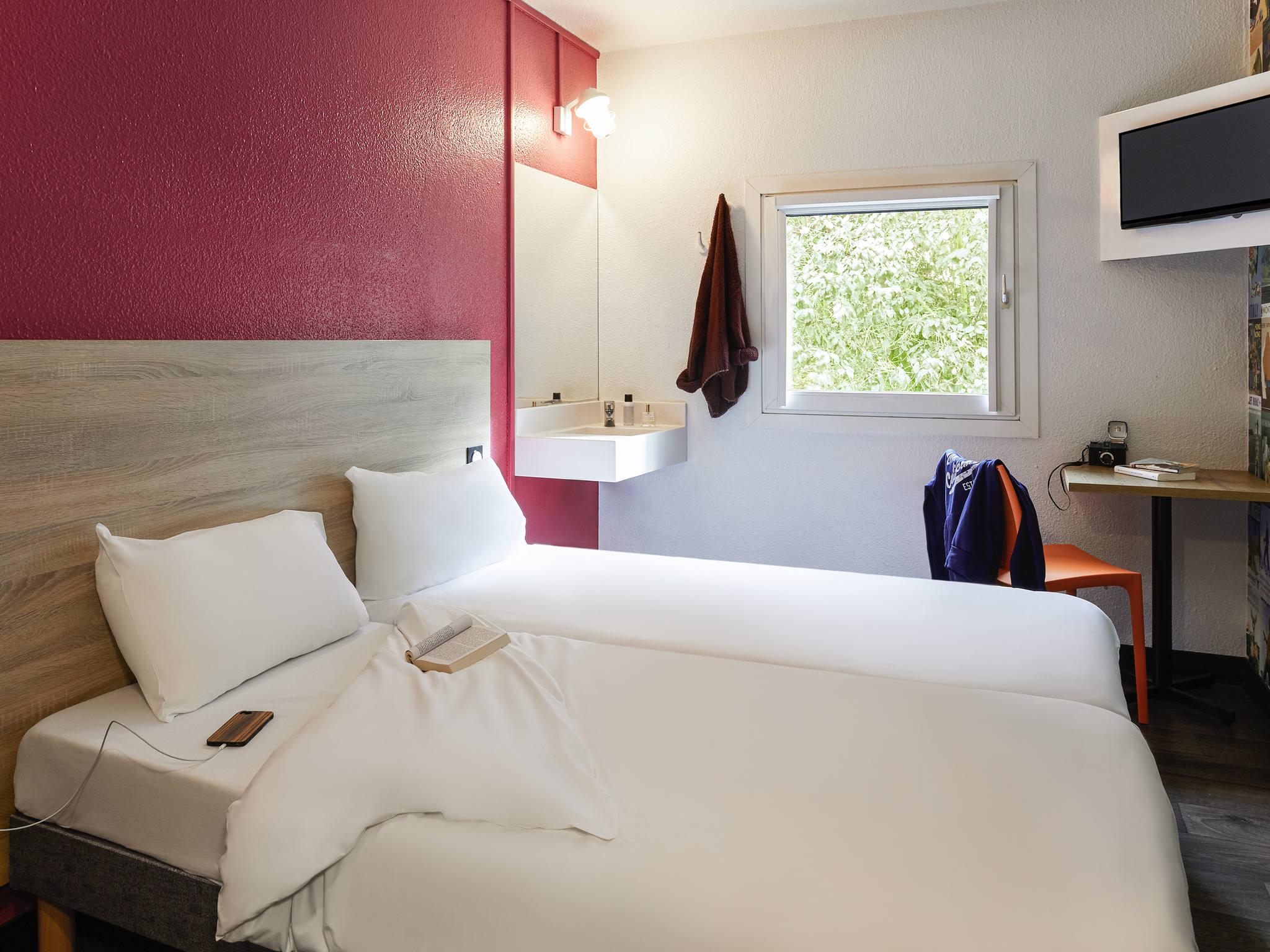Hotel In Villepinte Hotelf1 Villepinte
