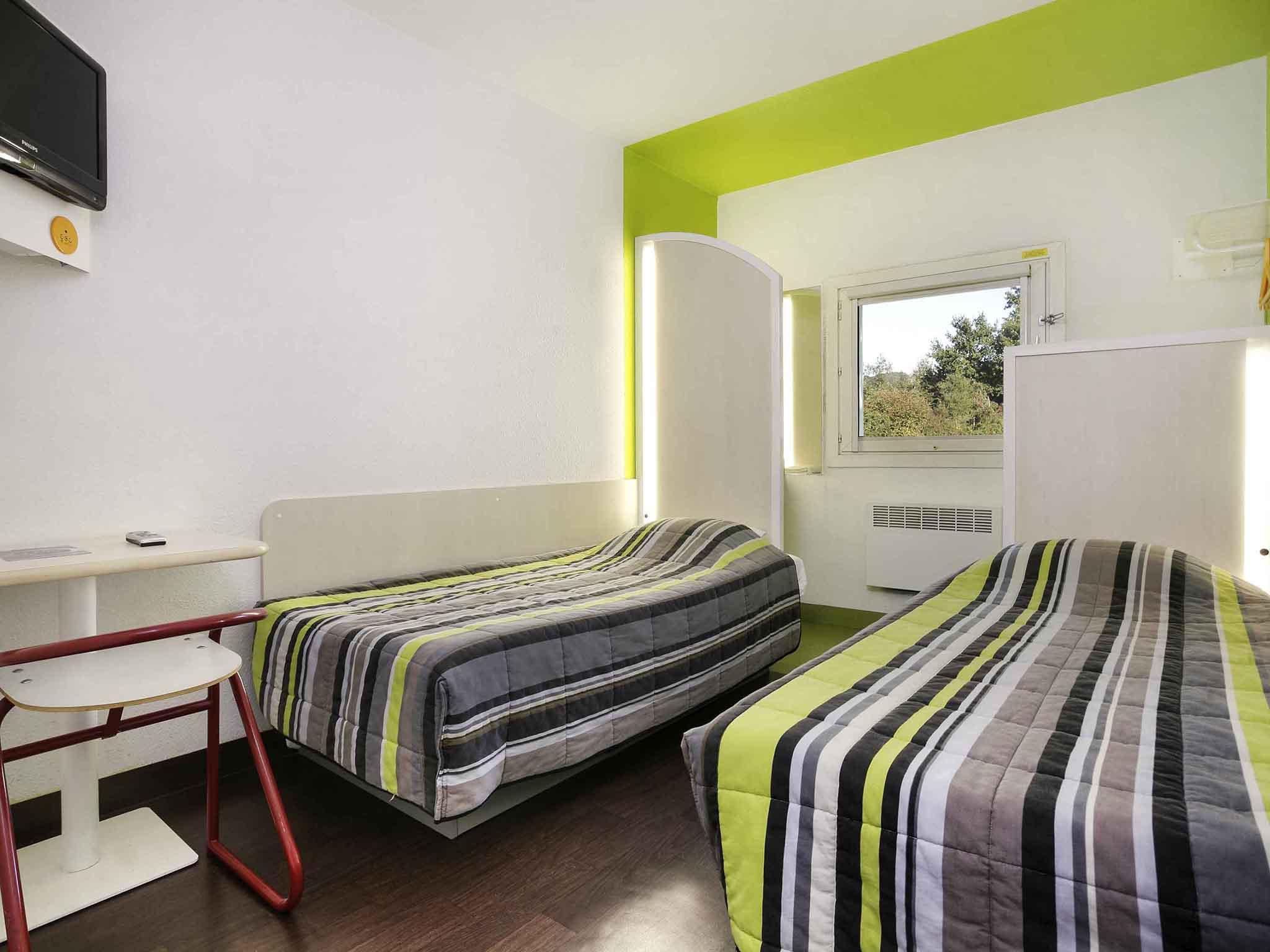 h tel ussac hotelf1 brive ussac. Black Bedroom Furniture Sets. Home Design Ideas