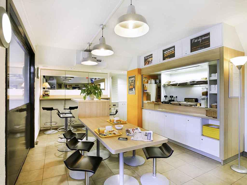 hotel in ussac hotelf1 brive ussac. Black Bedroom Furniture Sets. Home Design Ideas