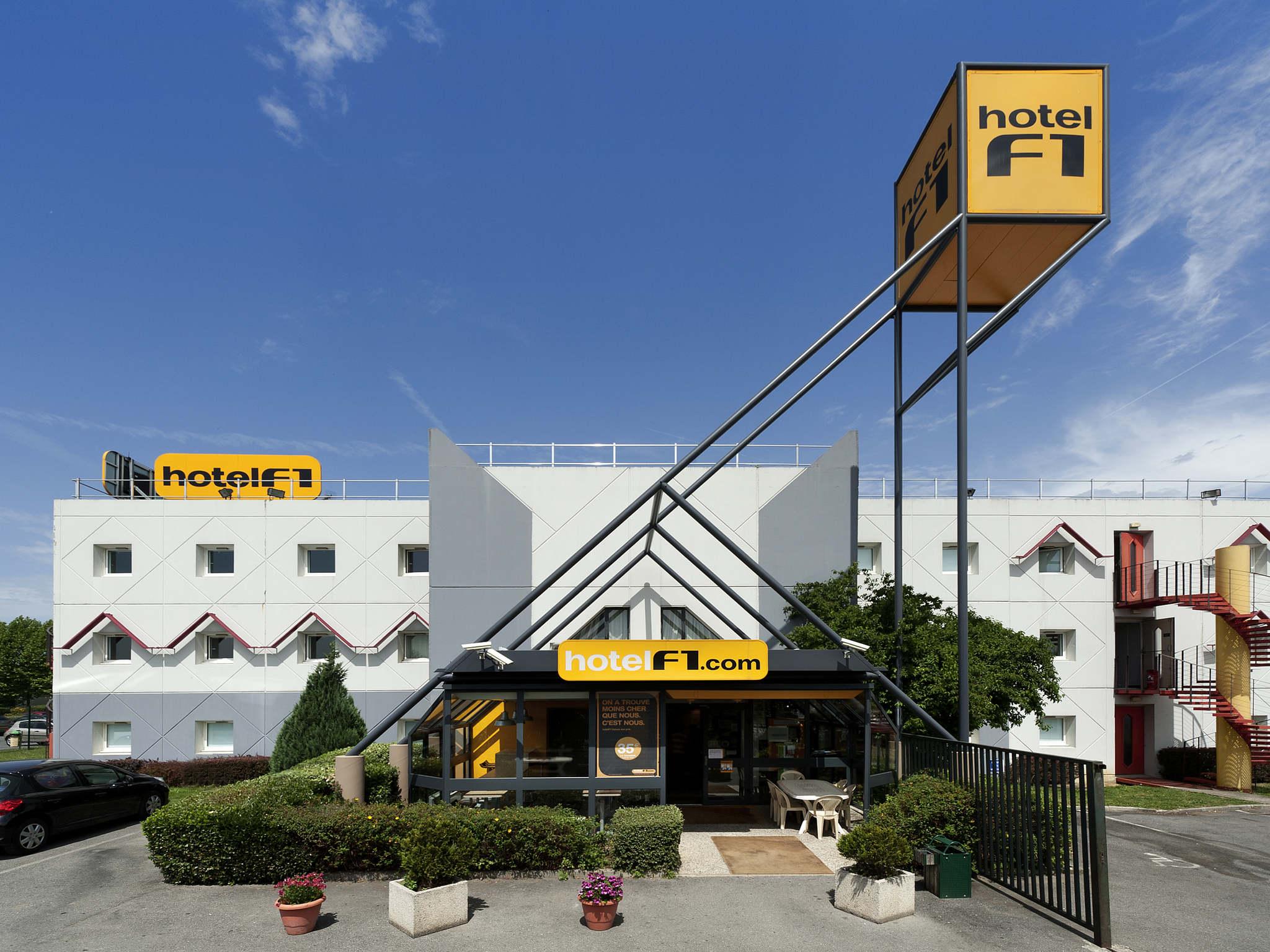 Отель — hotelF1 Mennecy
