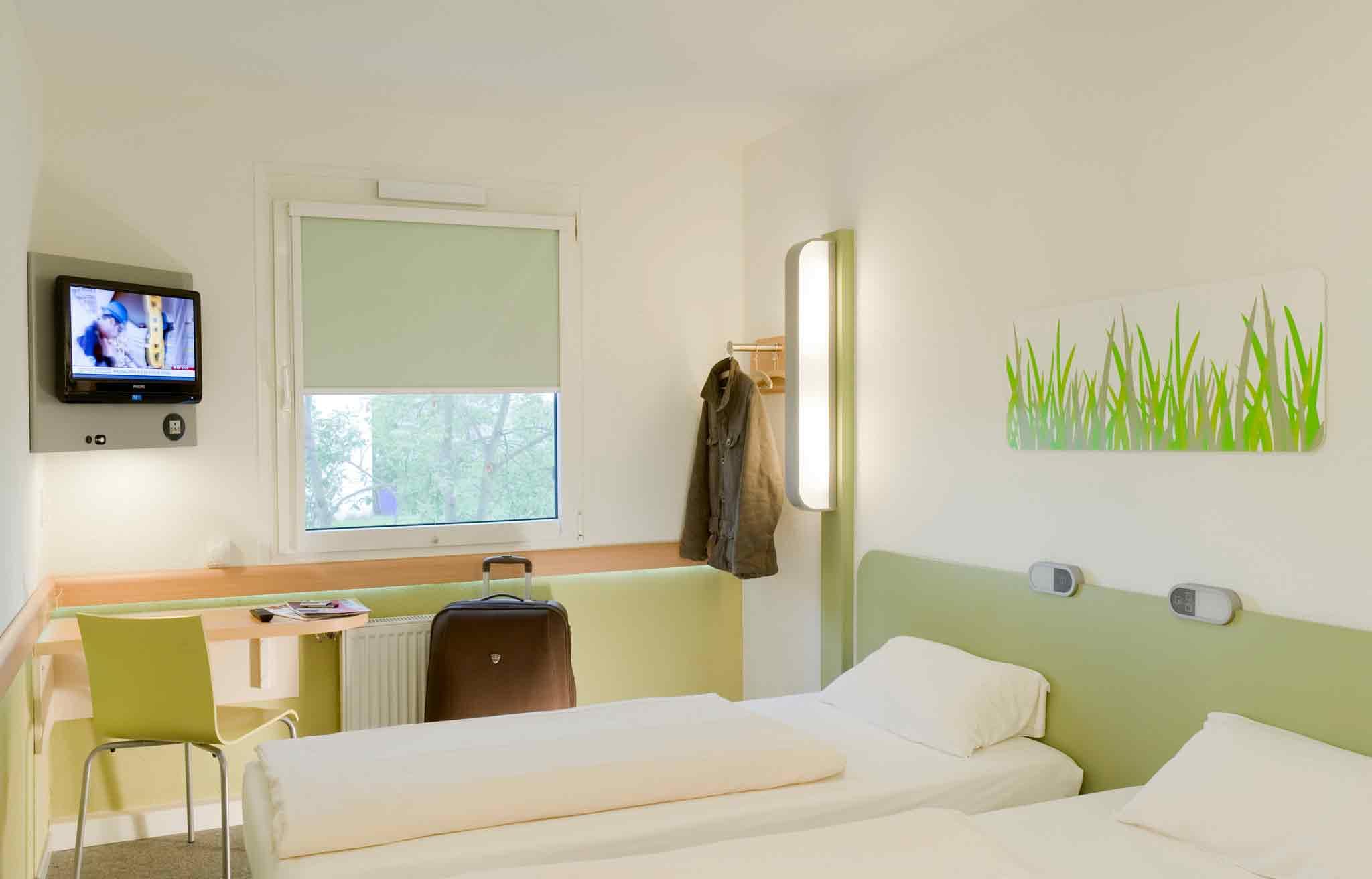 h tel le puy en velay ibis budget le puy en velay. Black Bedroom Furniture Sets. Home Design Ideas