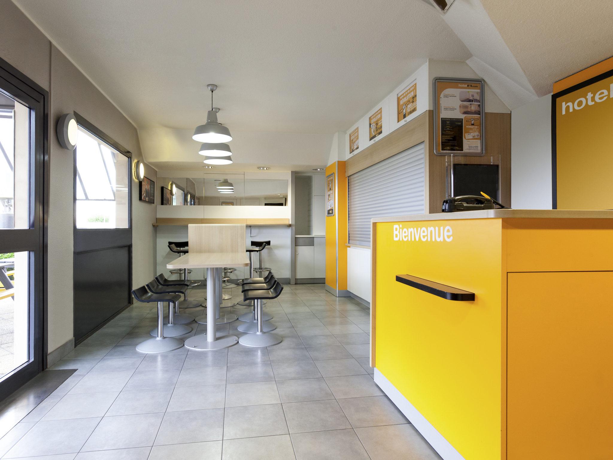 hotel in brie comte robert hotelf1 brie comte robert. Black Bedroom Furniture Sets. Home Design Ideas
