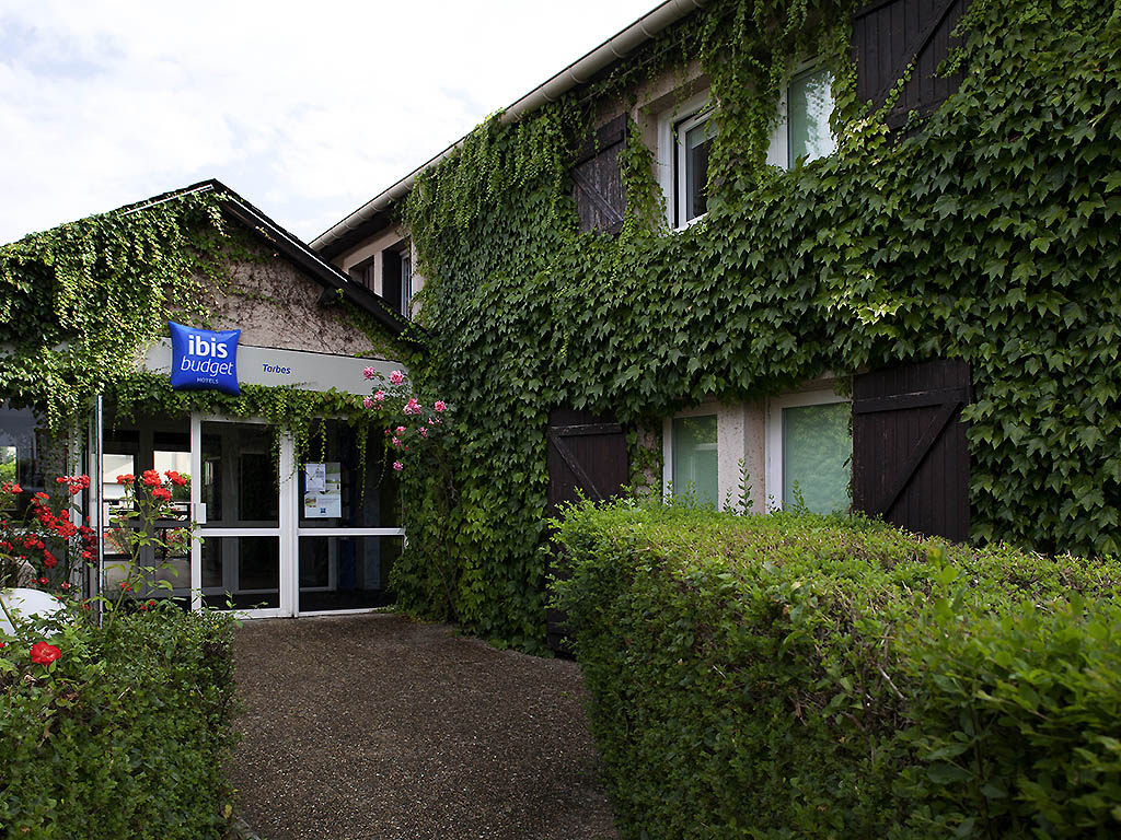 H tel kennedy parc des expositions s m ac book your for Chambre hote tarbes