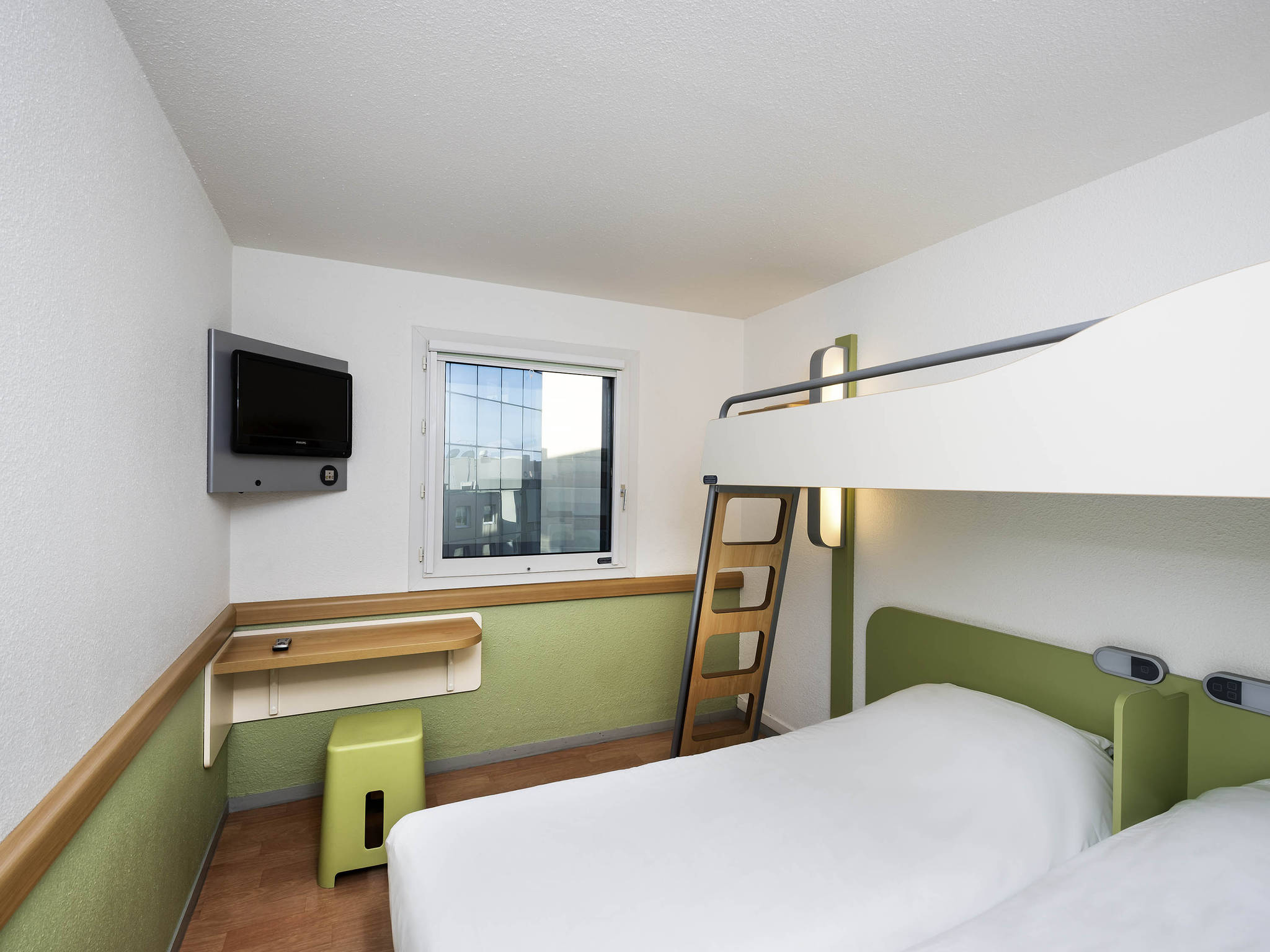 H tel nice ibis budget nice a roport promenade des anglais for Prix chambre ibis